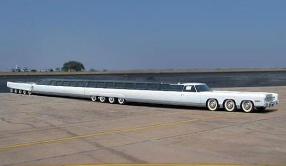 世界上最长的豪华轿车 车内有酒吧还可以打高尔夫